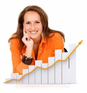 бизнес-леди с улыбкой со стрелой-700x756