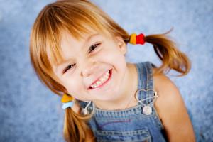 радостная девочка 5000х3333